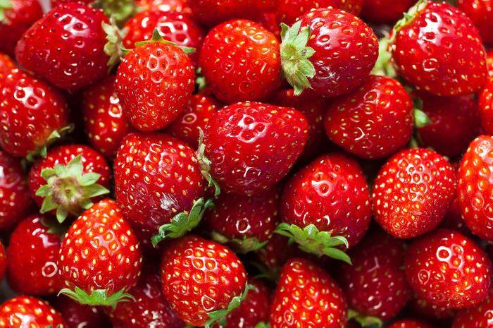 Selain Dapat Memutihkan Gigi Ini 4 Manfaat Strawberry Untuk
