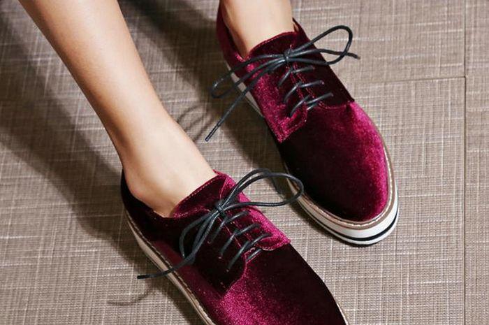 4 Tips Merawat Sepatu Berbahan Velvet Beludru Supaya Enggak Mudah ... 4bf2afb994