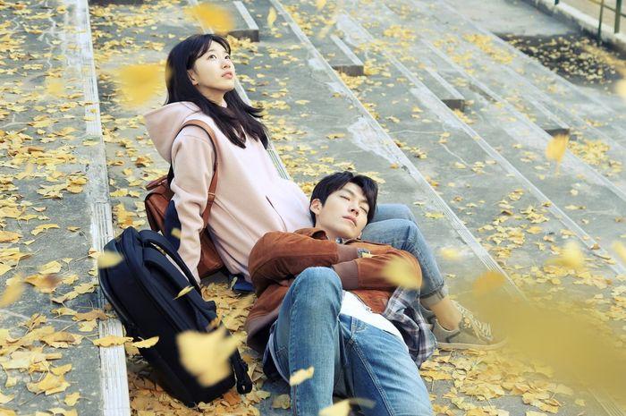 Drama Korea berikut ini mengangkat tema tentang CLBK (Cinta Lama Bersemi Kembali).