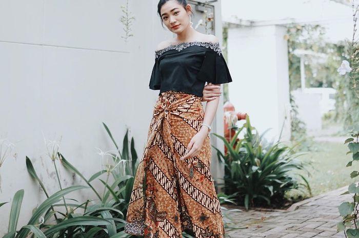 8 Style Dengan Celana Yang Cocok Dipakai Kondangan Ala Selebgram