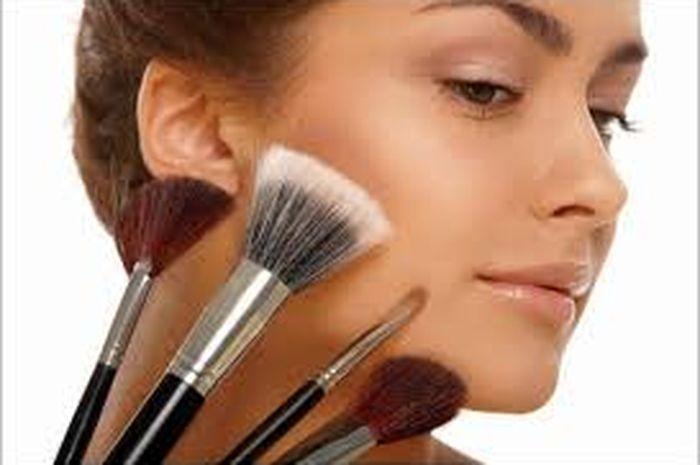 Trik Sederhana untuk Mengetahui Warna Makeup Apa yang Cocok Untuk ... f86d19f78e