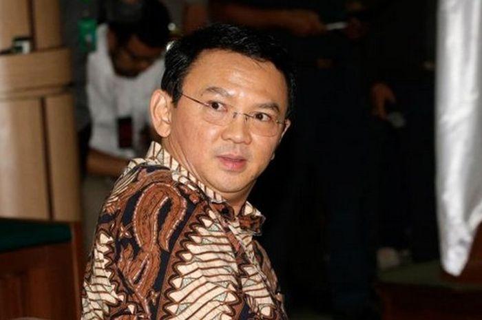 Basuki Tjahaja Purnama berada di ruang sidang PN Jakarta Utara, Selasa (13/12/2016).   Kompas