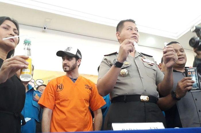 Fachri Albar ditangkap polisi karena kepemilikan narkoba.