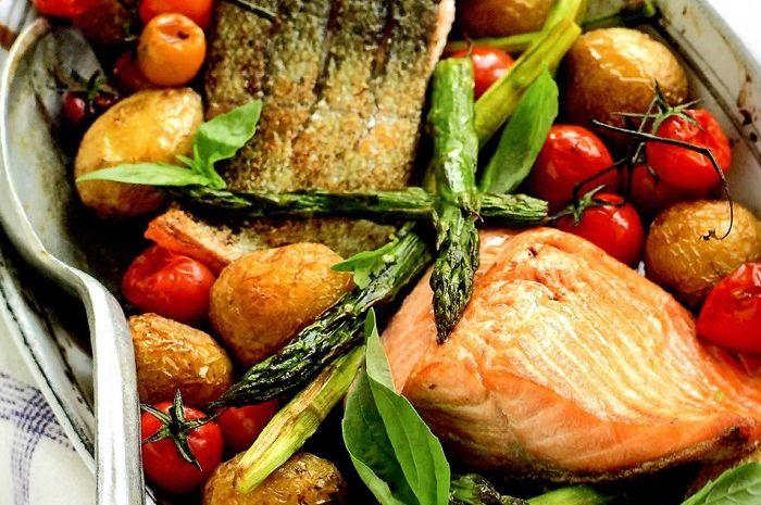 Salmon With Roast Asparagus