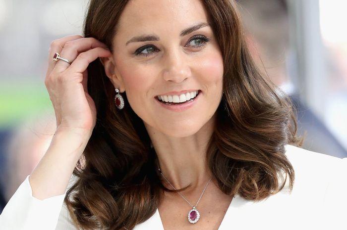 Ternyata Segini Harga Deretan Koleksi Perhiasan Milik Kate Middleton yang  Membuatnya Terlihat Makin Modis 365be66618
