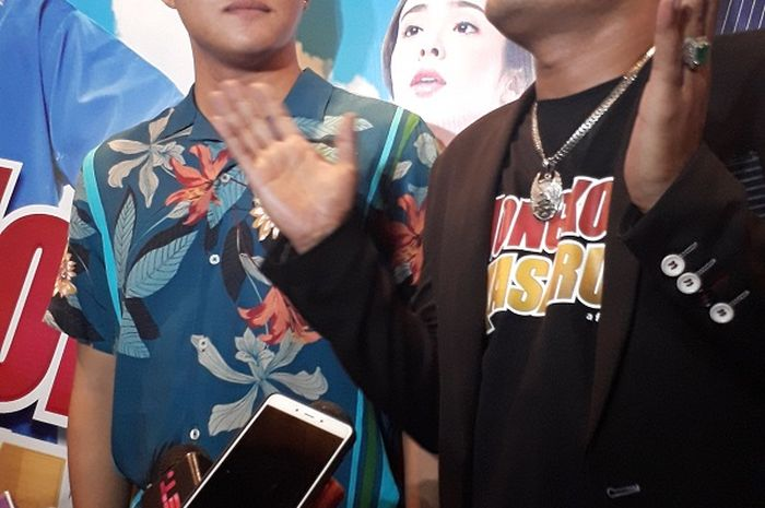 Rizky Febian dan ayahnya, komedian Sule saat dijumpai Grid.ID dalam acara konferensi pers film Hongkong Kasarung di Plaza Senayan, Jakarta Pusat, Senin (12/3/2018). (Nurul Nareswari/Grid.ID)