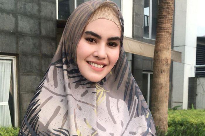 Penampilan Kartika Putri saat pemotretan bak putri Arab
