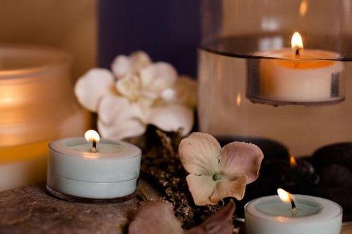 Hasil gambar untuk Membawa Cinta Dengan Lilin Aromaterapi