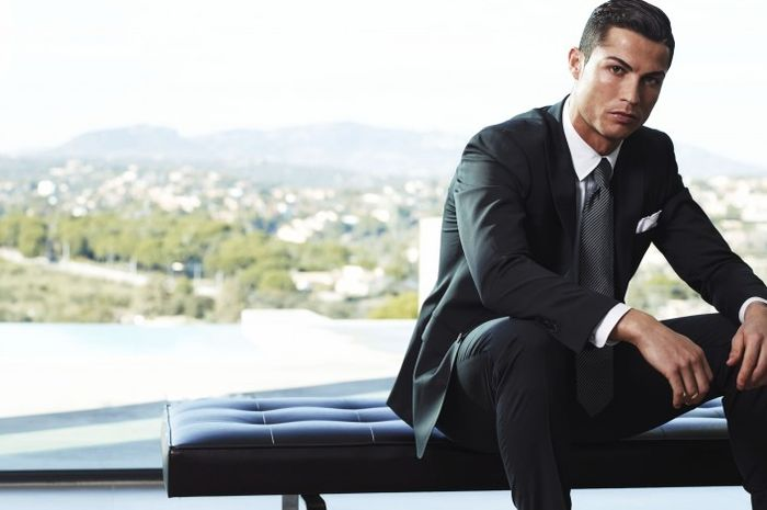 Cristiano Ronaldo tampil stylish saat sesi pemotretan