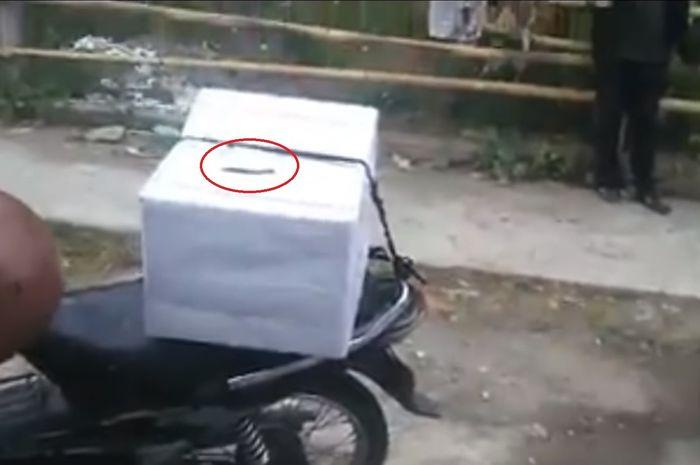 Ilustrasi kurir jasa pengiriman