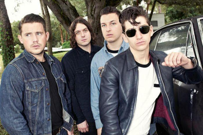 Alex Turner Arctic Monkeys Ingin Boyong Penata Rambut Pribadi Selama Tur