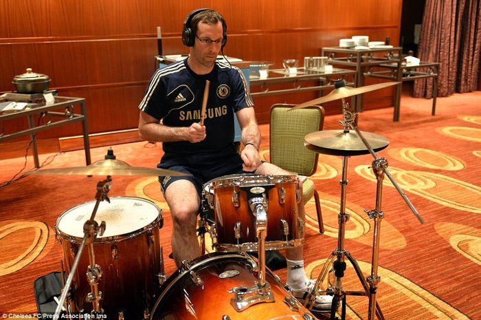 Petr Cech main drum