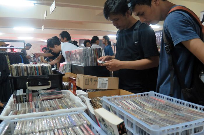 CD Musik menjadi salah satu barang jajanan para cowok pelajar SMA