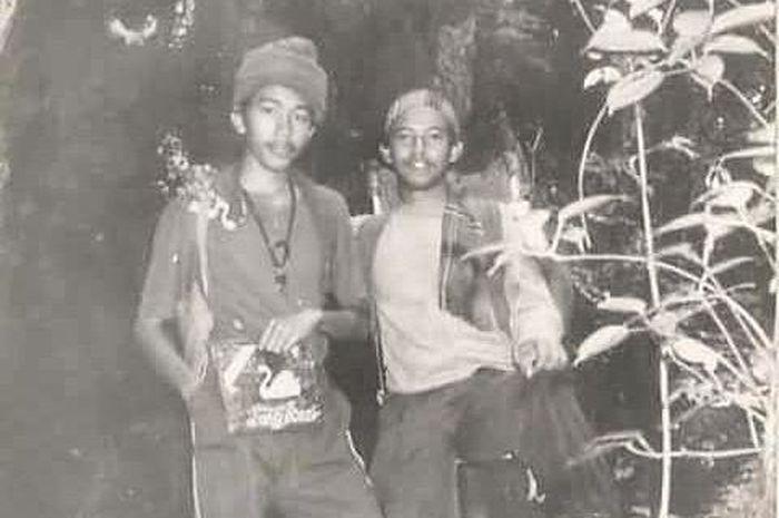 Pak Jokowi muda (kiri) Di dalam hutan gunung Kerinci