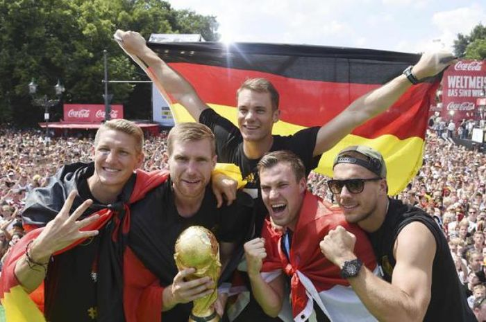 Kevin Grosskreutz (dua dari kanan) ketika berhasil menjuarai Piala Dunia 2014 bersama Timnas Jerman