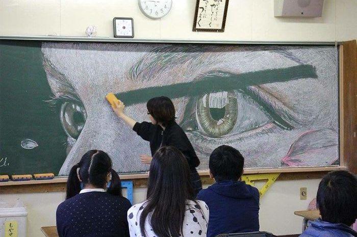 Sketsa Keren Ini Dibuat Kelompok Seni Pelajar Di Papan Tulis Kelas
