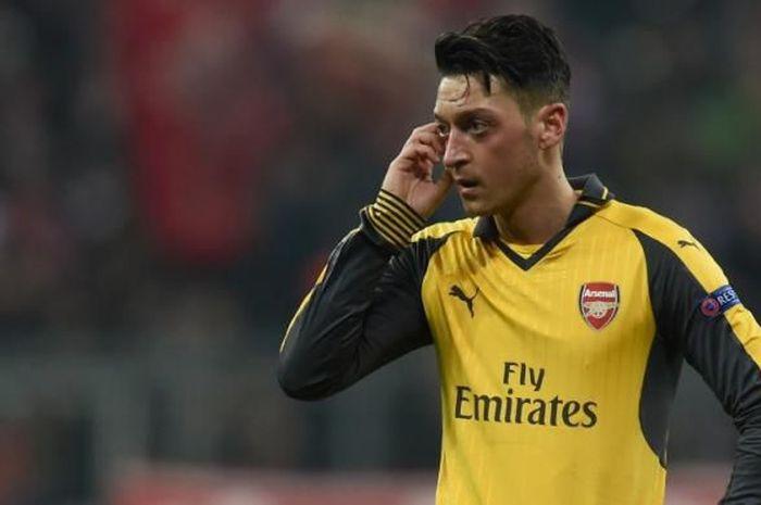 Mesut Oezil Setia di Arsenal