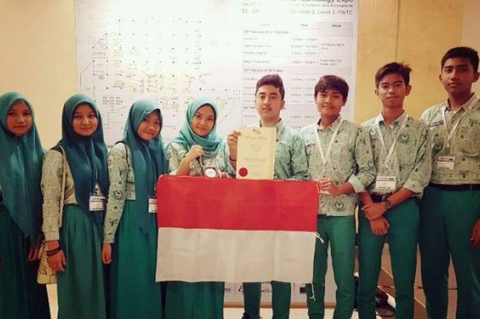 Tim siswa SMA Shafiyyatul Amaliyyah Medan yang berhasil mengukir prestasi di ajang Malaysia Technology Expo (MTE) 2018