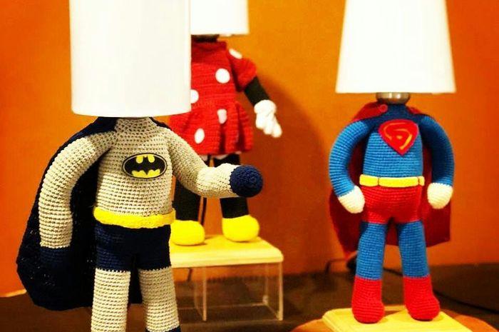 Kepoin Amigurumi! Cerminan Karakter Superhero pada Lampu Meja