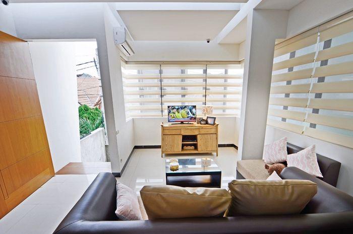 Bukaan di ruang keluarga (Foto: Richard Salampessy / Lokasi: Properti Jeremy Wijaya & Yenny, Citra Garden, Jakarta Barat)
