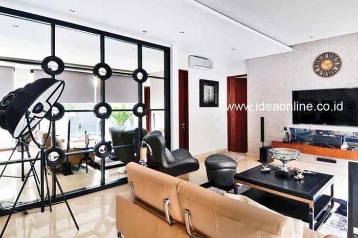 Grid Di Dinding Bercermin Percantik Ruang Keluarga