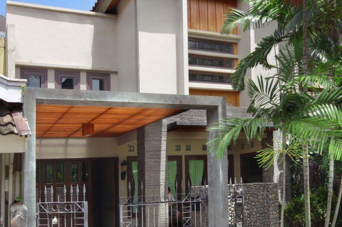 Rumah Dengan Permainan Material Alam Yang Memikat