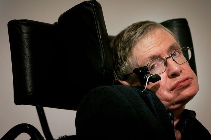 Cara Melarikan Diri dari Lubang Hitam ala Stephen Hawking