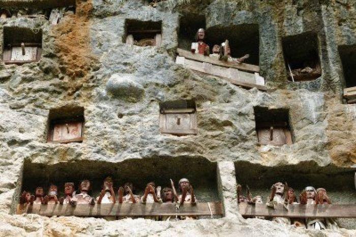 HOK Tanzil Bermalam di Toraja dengan 500 Perak