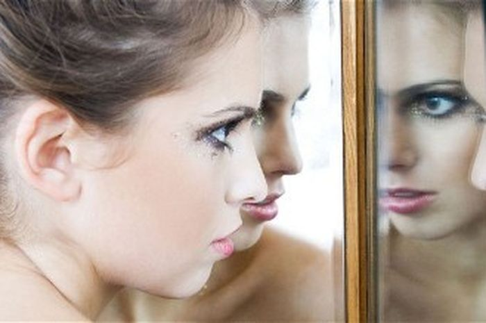 Hal yang Dikatakan oleh 10 Perempuan Sukses Setiap Pagi di Depan Cermin (2)
