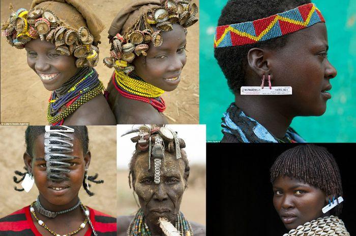 Unik, Suku Ini Menggunakan Tutup Botol dan kartu SIM sebagai Perhiasan