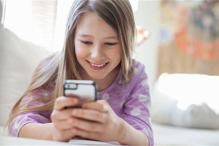 Jauhkan Smartphone, TV dan Komputer dari Kamar Anak