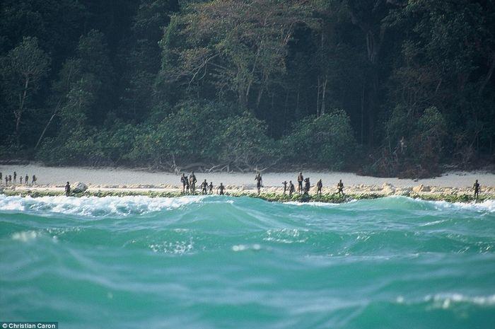 Penduduk Suku Pulau Sentinel Utara Menolak Era Modern dan Tidak Segan-segan Membunuh Pendatang