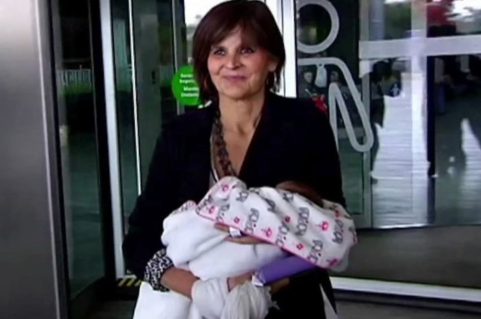 Lina Alvarez melahirkan bayi ketiganya di usia 62 tahun.