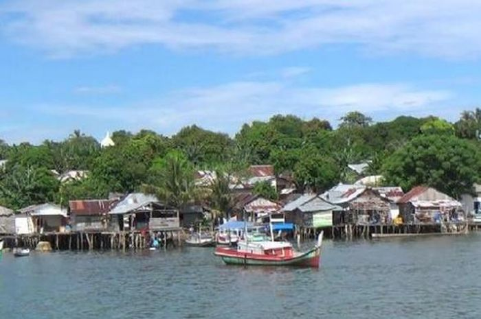 Salah satu perkampungan warga Bangka Belitung. Sebagian besar dari mereka kehilangan hak politik karena tak punya E-KTP.