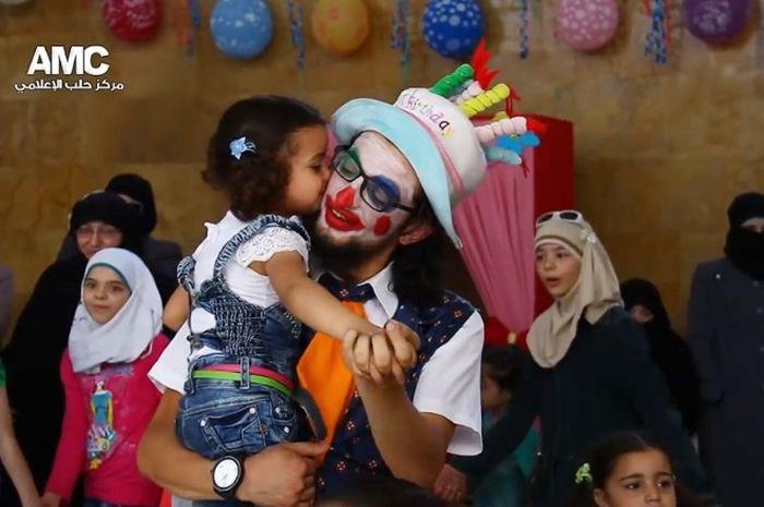 Anas al-Basha, badut kesayangan anak-anak Aleppo.