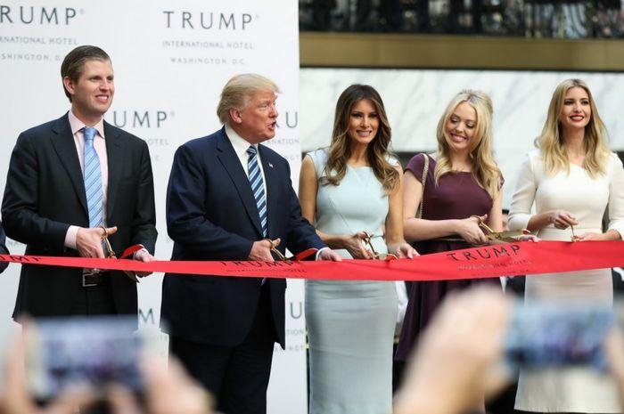 Donald Trump bersama keluarganya.