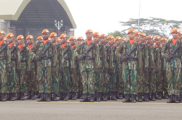 Pasukan Khas (Paskhas) TNI AU dalam suatu upacara