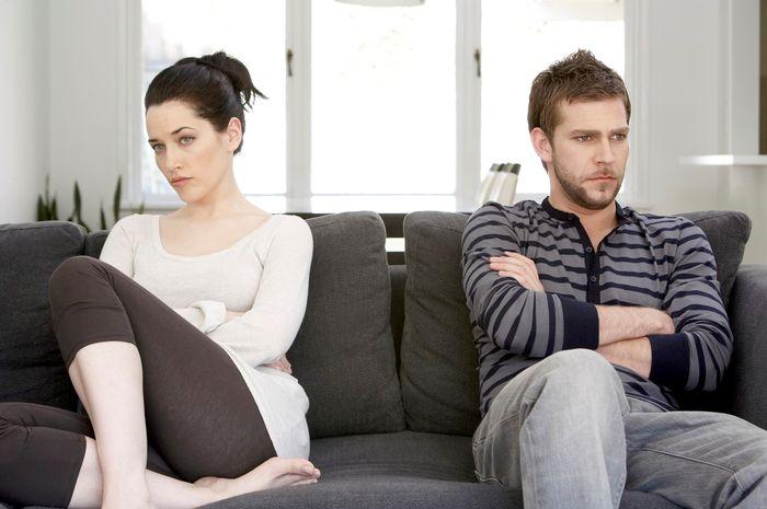 Menonton film porno membuat pria tidak puas saat berhubungan