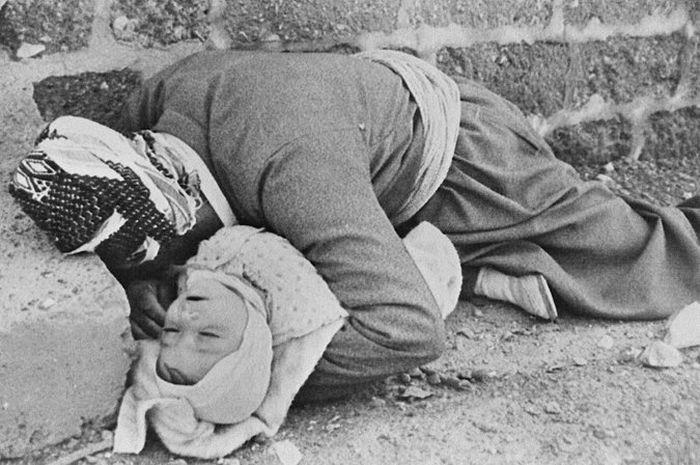 Korban serangan senjata kimia suku Kurdi di Irak tahun 1988