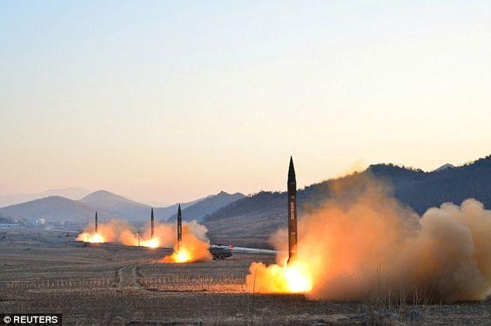 Peluncuran rudal balistik Korut yang bisa mengusung hulu ledak nuklir