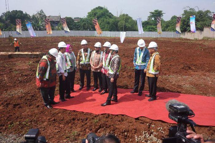 Presiden Joko Widodo (jokowi) meresmikan peletakan batu pertama pembangunan rusunami 9.000 unit di kawasan Serpong, Tangerang Selatan, Kamis (27/4/2017).