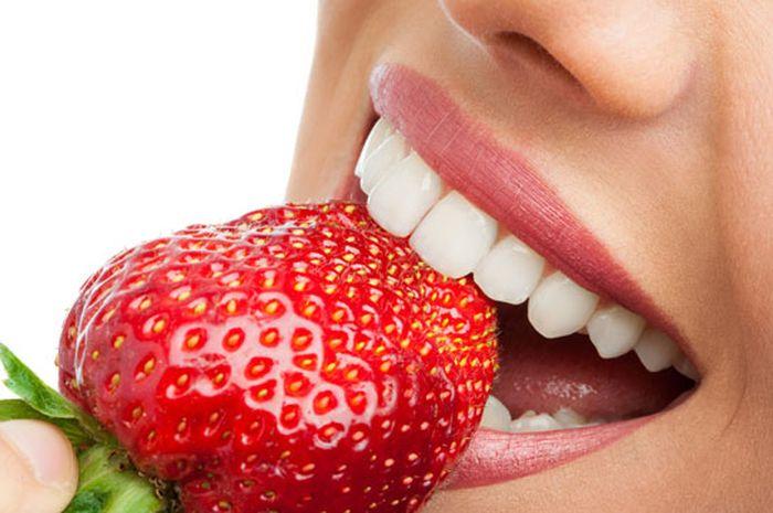 Ingin Memutihkan Gigi Secara Alami Kenapa Tidak Dengan Stroberi