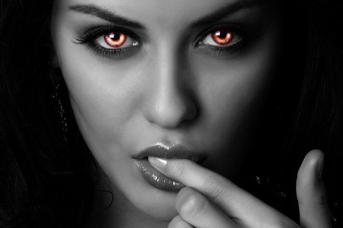 (Ilustrasi) perempuan bermata iblis