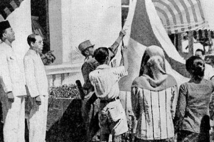 Bendera pusaka menyimpan banyak kisah unik.