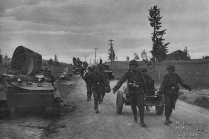 Pasukan Gunung SS saat berjalan kaki ribuan kilometer