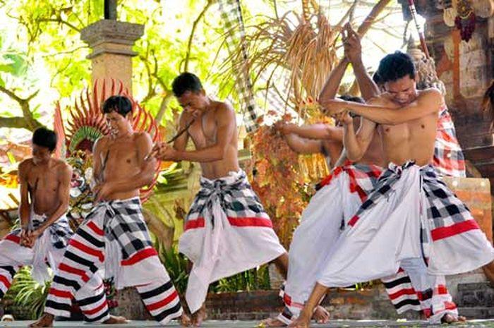 Kesurupan dalam tarian Bali
