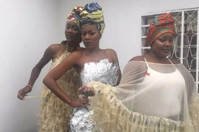 Beberapa model gaun dari kondom yang didesain Felicite