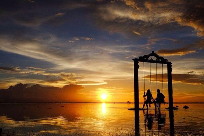 Salah satu tempat menikmati senja terbaik ada di Gili Trawangan, Lombok