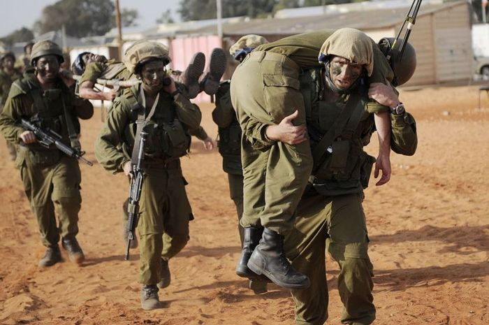 Tentara Israel sedang menjalani latihan militer.