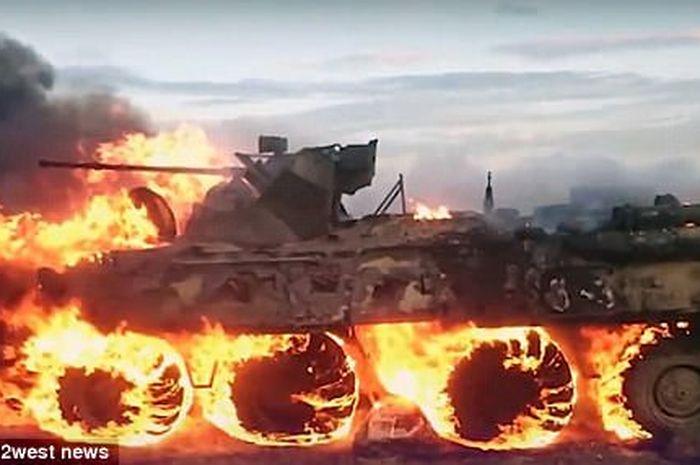 Tank yang terbakar gara-gara tentara ingin memanaskan makanan